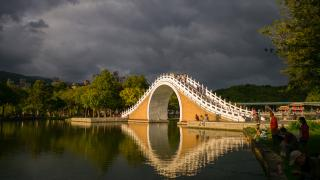 moon bridge in dahu park