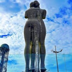 Monument Ali And Nino