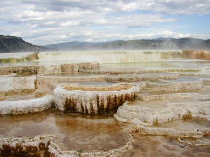 Hotels near mammoth hot springs yellowstone national park for Hotels yellowstone national park