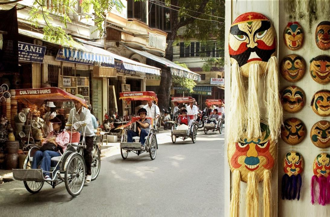 Hanoi Evening Tour With Cyclo And Water Puppet Show