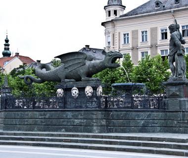 Lindwurmbrunnen And Neuerplatz Tours
