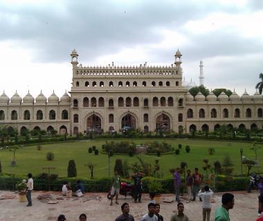 Bara Imambara Tours