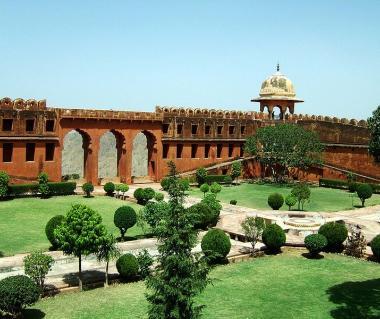 Jaigarh Fort Tours