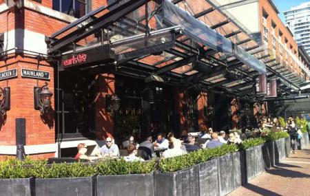 Earls Restaurant Image
