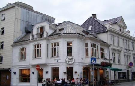 Cafe Opera Image
