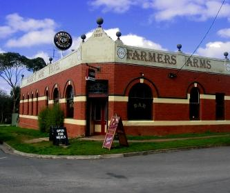 Farmers Arms Hotel Image