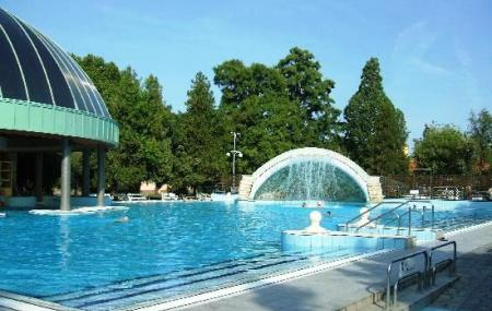 Mineral Bath Swimming Pool Park, Eger