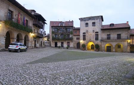 Plaza Mayor De Ramon Y Pelayo, Santillana Del Mar