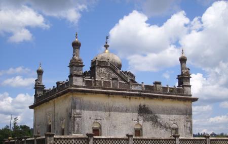 Raja's Tombs Image