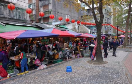 Shuanglian Morning Market Image