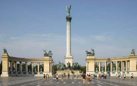 Heroes Square Image