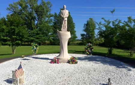 Grave Of Gentleman Jim Reeves Image