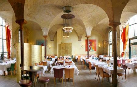 Basil Restaurant Image