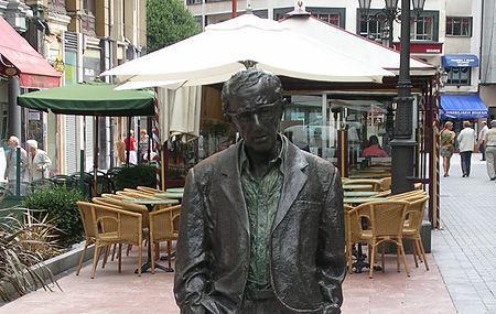 Woody Allen Statue Image