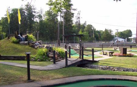 Bears Den Mini Golf & Go Karts Image