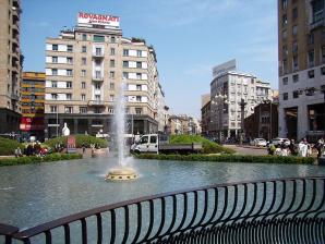 Fontana Di Piazza San Babila, Milan